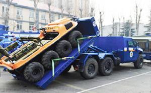 整体自装卸运输车