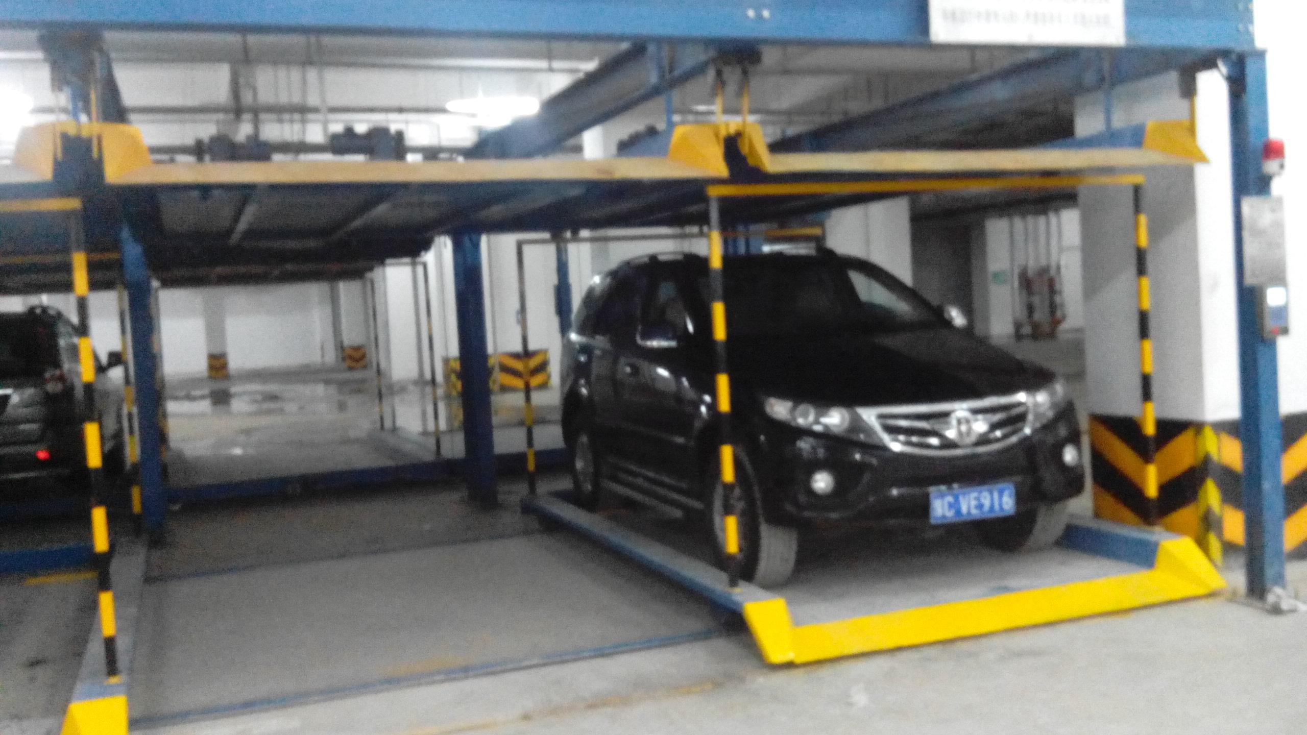东方之星 升降横移立体车库在红东方安装调试完毕高清图片