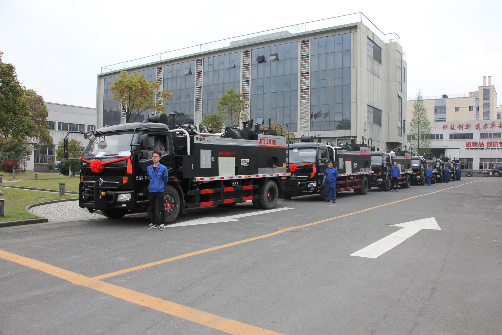 美通筑机LMT5122TYHZ热再生路面养护车整装待发