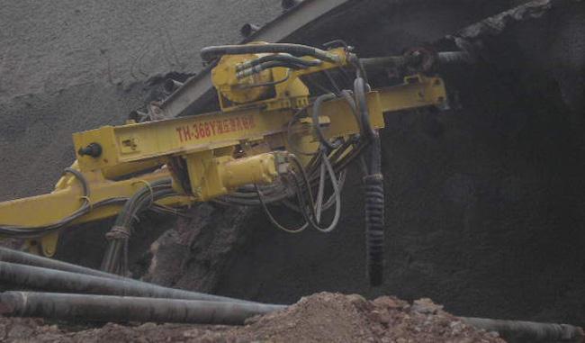 青海公伯峡水电站土石方开挖