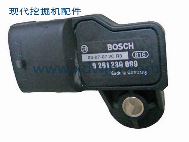 现代挖掘机增压压力传感器