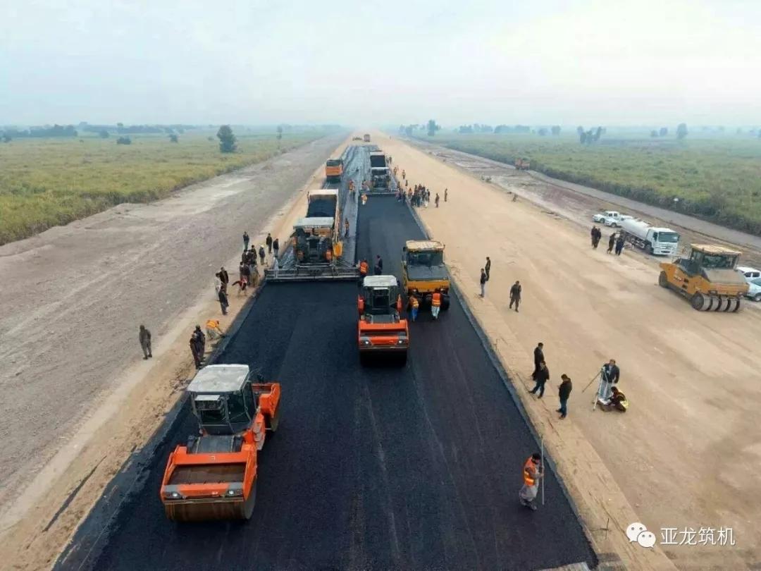 """亚龙筑机服务""""一带一路""""之重点工程--为中建巴基斯坦PKM项目主线贯通提速"""